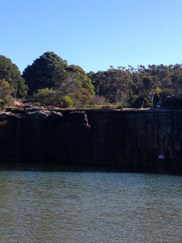 cliffdiving at wattamolla
